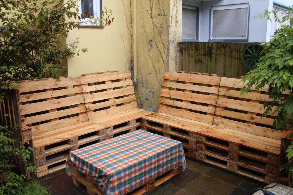 Sitzecke Aus Europaletten Fur Sommerliche Tage Sommer Diy Paletten Sitzecke Diy Mobel Europalette