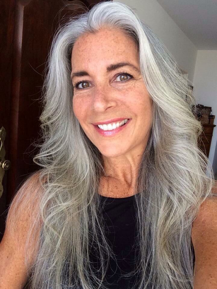 Over 50 fashion model ggg going gray beauty guide
