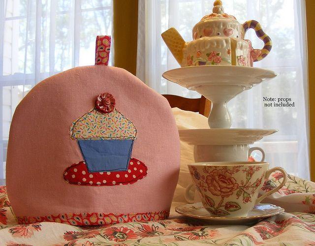 Cupcake Tea Cozy --so cute