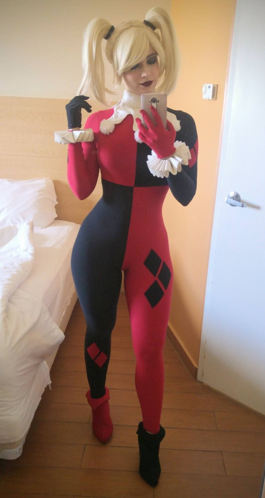 72364f834c2 Really good (and really tasteful) Harley Quinn cosplay