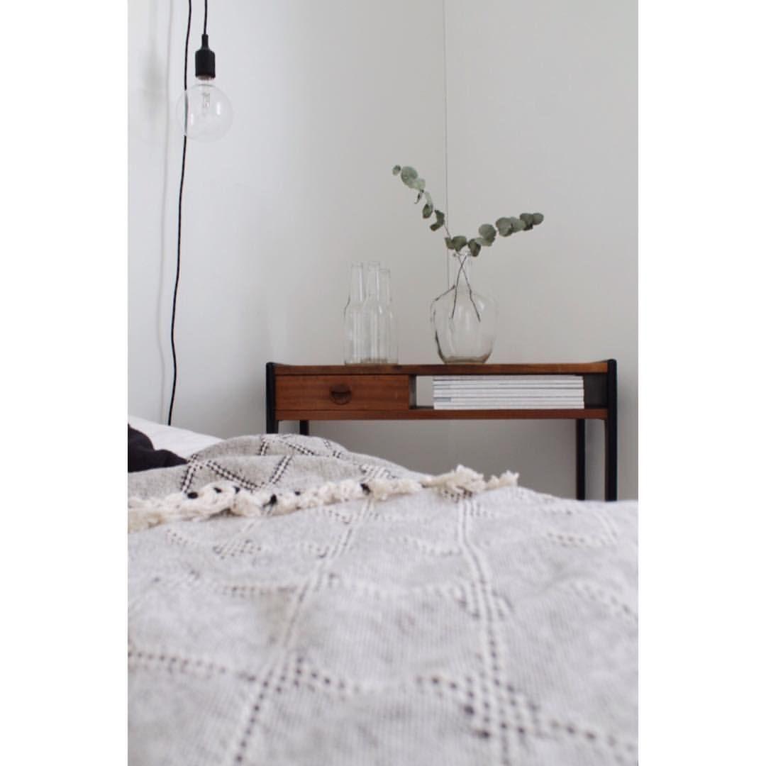 """124 tykkäystä, 2 kommenttia - Venla (@venlasof) Instagramissa: """"Oma sänky kutsuu.. 😴 . . . . #bedroom #houseliving #miadesign #makuuhuone #muuto #inspiroivakoti…"""""""