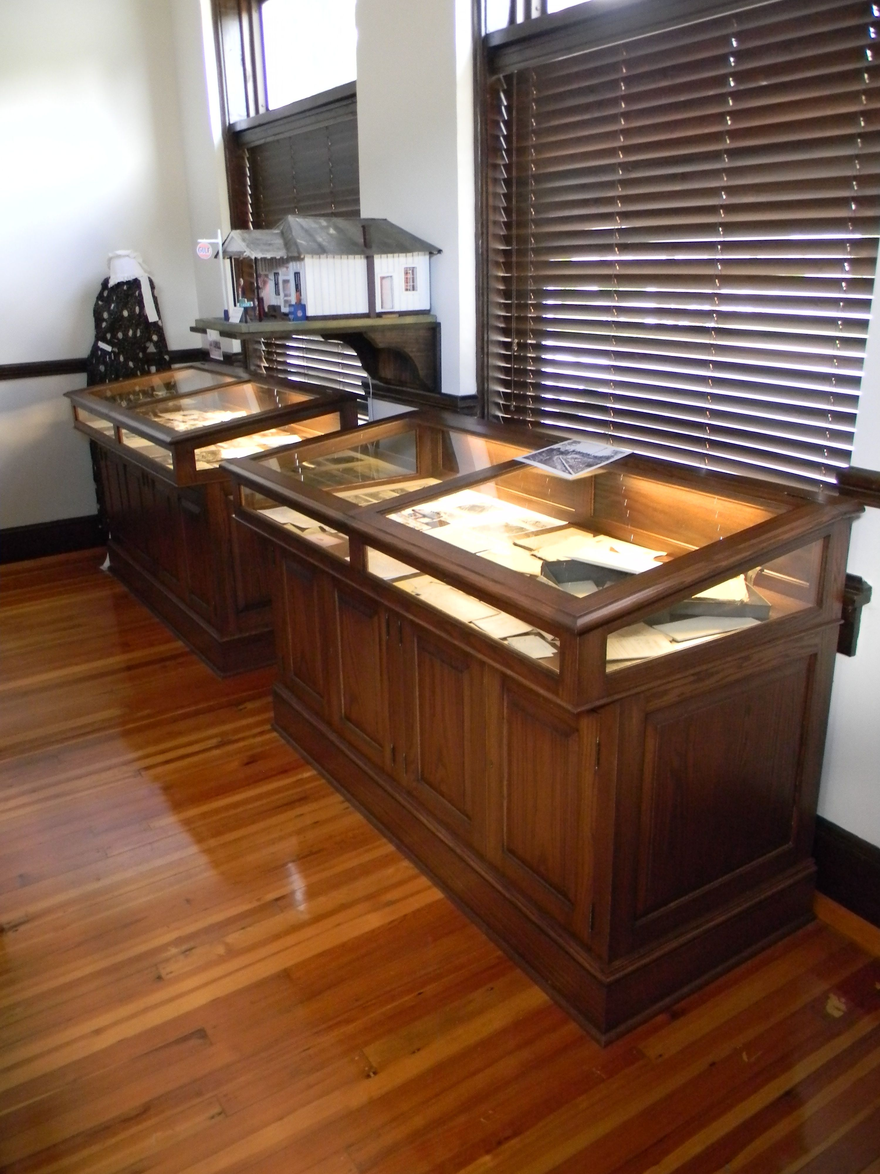 Custom Designed Display Cases Created By Rolling Hills