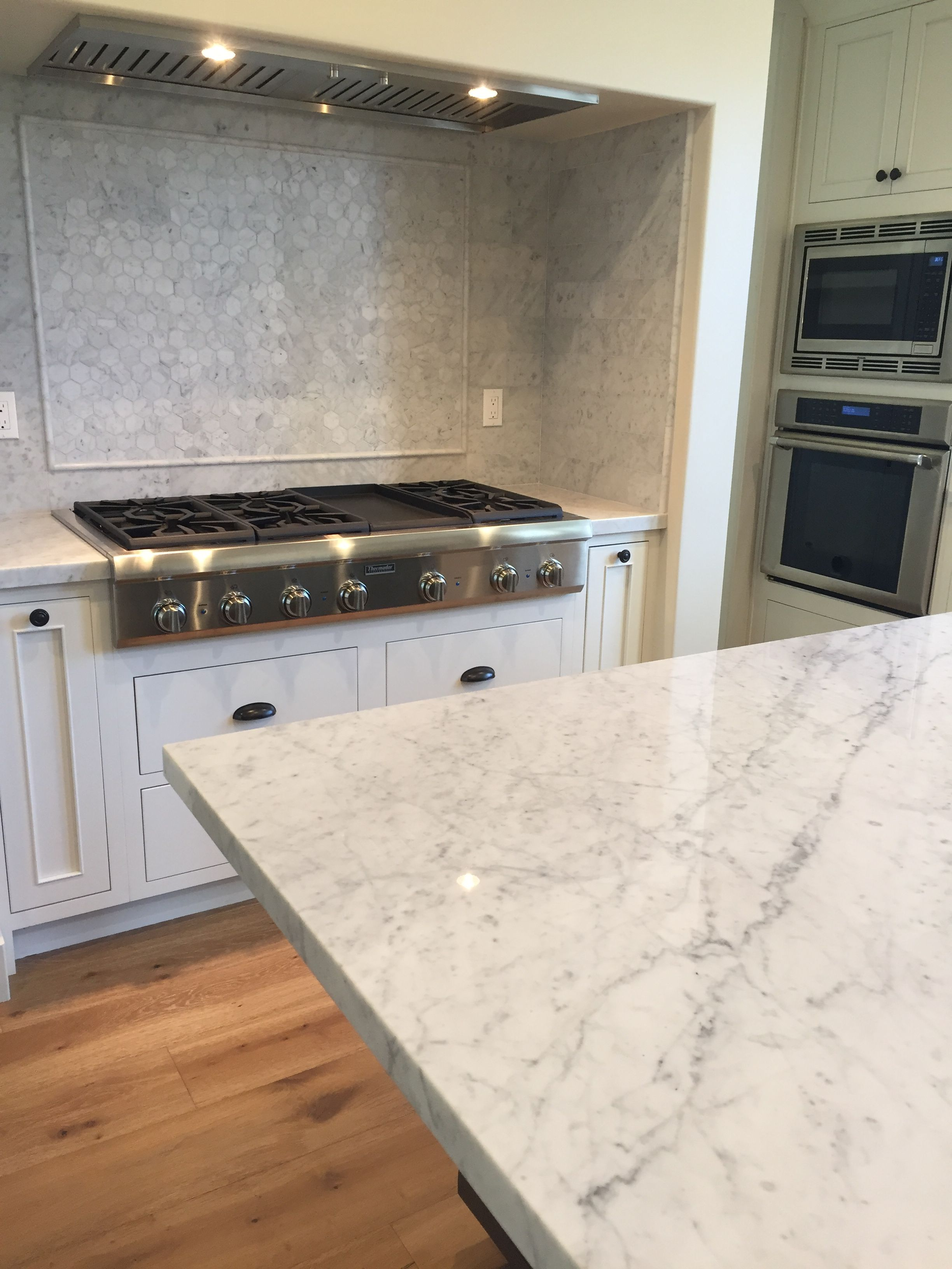 Carrara backsplash/countertop kitchen modern/old world