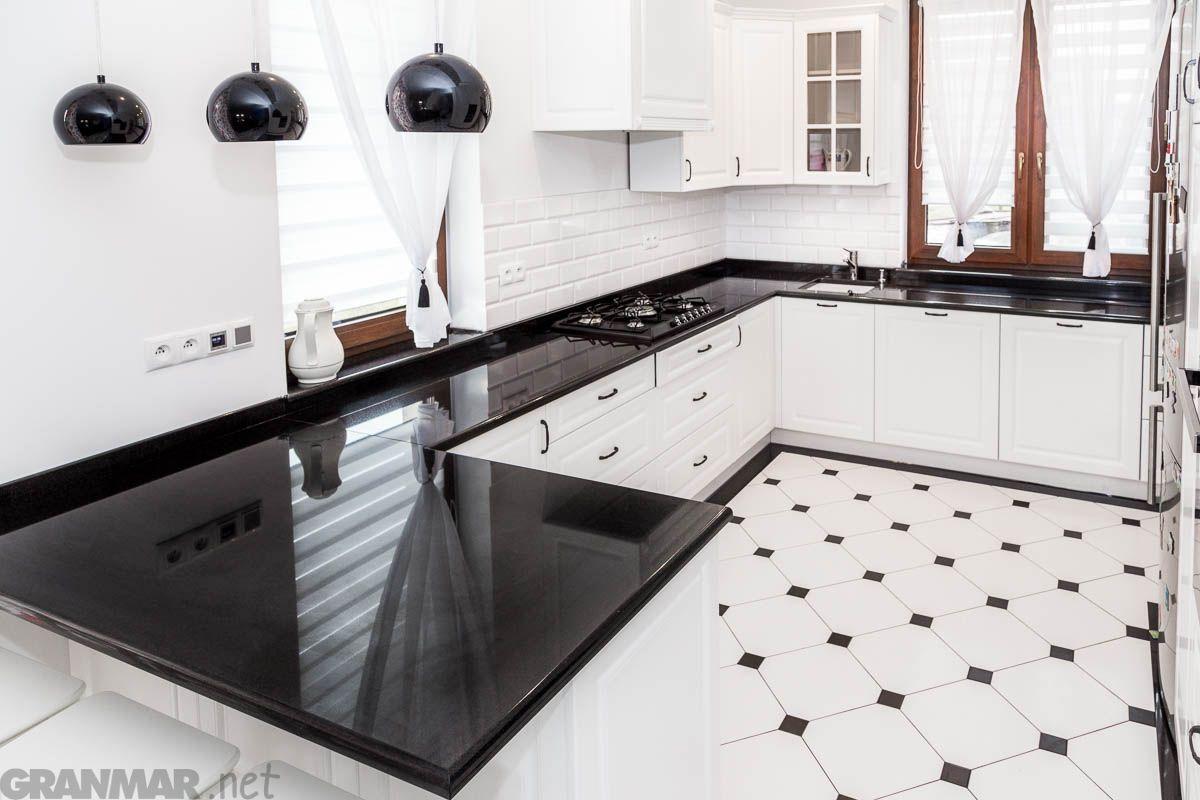 Kolejne Ujecie Czarno Bialej Kuchni Z Duzym Blatem Z Granitu Nero Assoluto Home Decor Home Decor