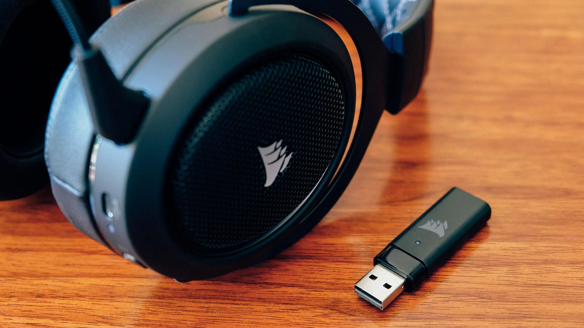 Corsair hs70 wireless gaming headset gamingheadsets
