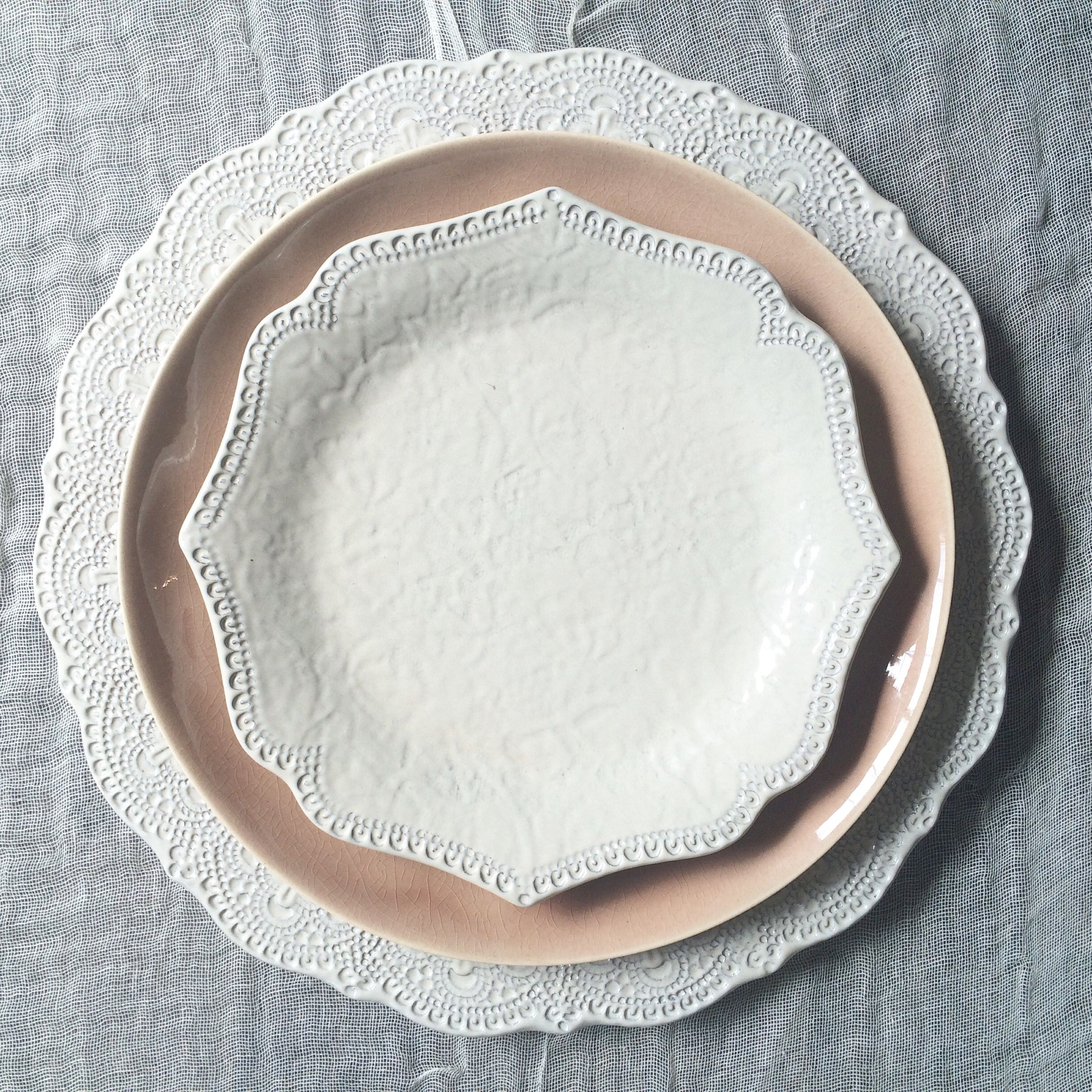 the ARK collection - Amalfi Lace charger / sahara rose dinner / amalfi scalloped salad & the ARK collection - Amalfi Lace charger / sahara rose dinner ...