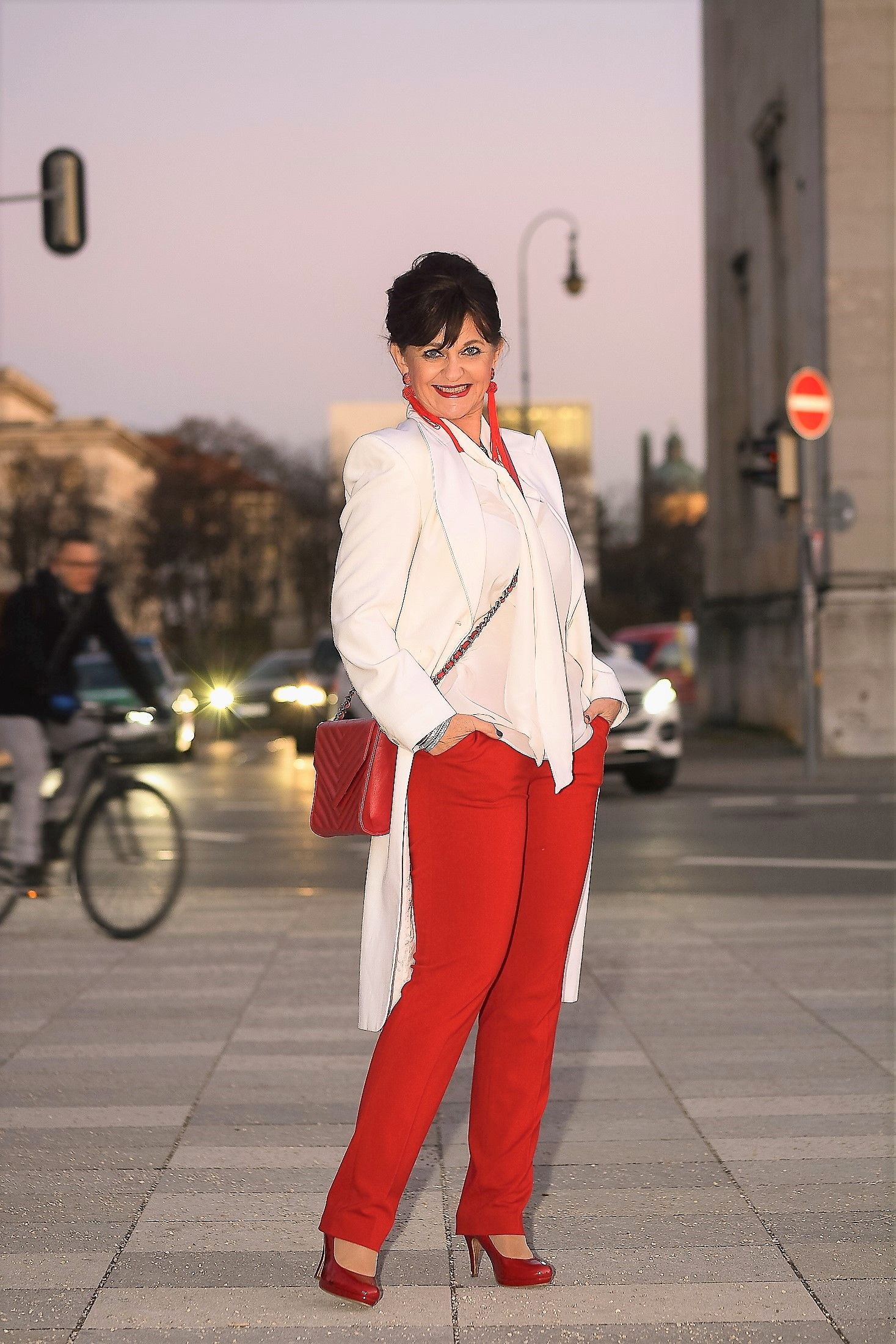 weißer gehrock mit roter hose - ausgeh look | modestil