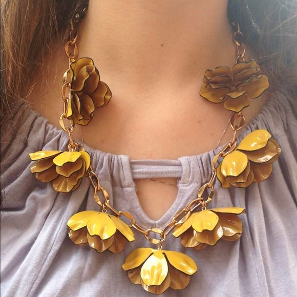 ✨Host Pick✨Tory Burch Floral Necklace ✨Host Pick 3/23 must have spring style party✨Acetate petals form glossy flowers. Lobster-claw clasp. 16k gold plate. Imported, Measurements length: 20in / 51cm. NO TRADES. Please use the make an offer function as I do not negotiate in the comments. Thanks! Tory Burch Jewelry Necklaces