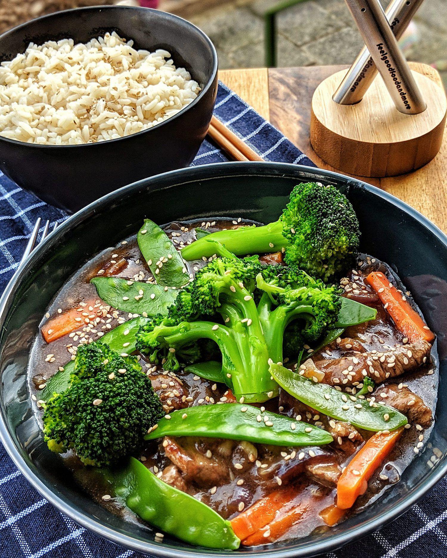 Rindfleisch Streifen mit Brokkoli und Zuckerschoten auf Basmati Reis
