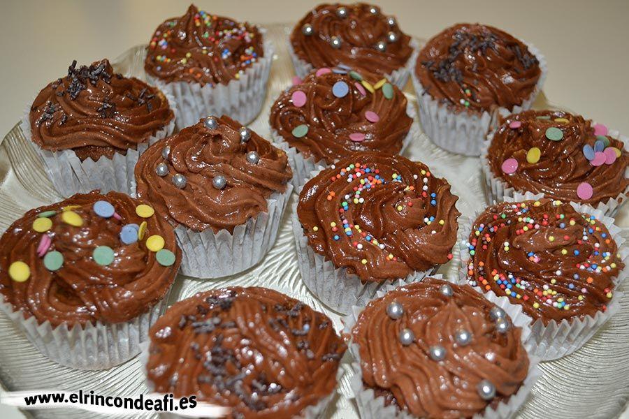 Cupcakes de chocolate.