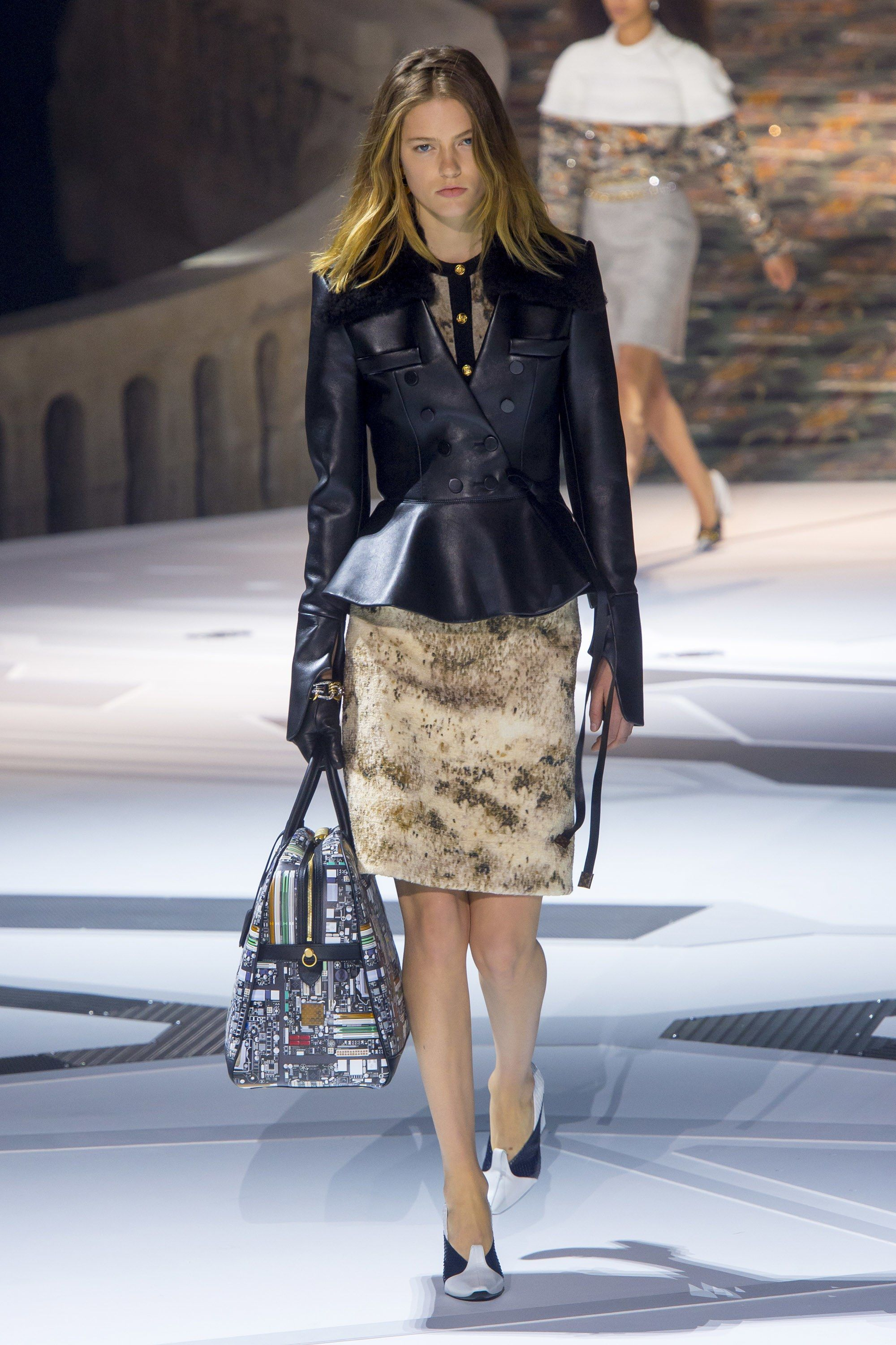 417bbd5c11 The complete Louis Vuitton Fall 2018 Ready-to-Wear fashion show now on  Vogue Runway.