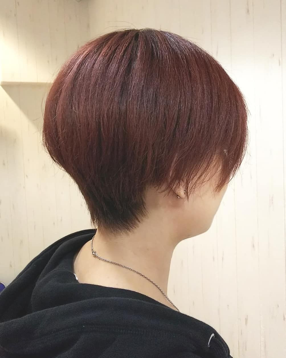 T S Hair Refine 代表 安齋智裕はinstagramを利用しています こんにちは 今週もご来店お待ちしております メリハリのあるシルエットが綺麗なショートスタイル 前回のグリーンカラーも個性的で素敵でしたが セルフカラーで染め セルフカラー