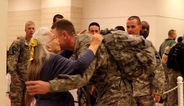 Soldiers rally behind Elizabeth Laird, Fort Hoods hug
