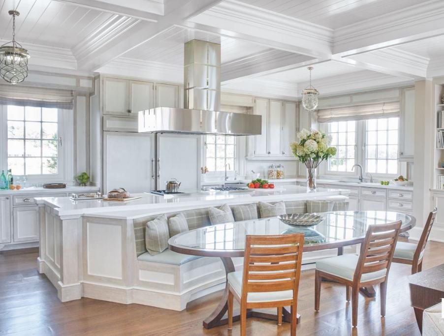 Designer Linda Ruderman prepared for large family gatherings with a custom banquette