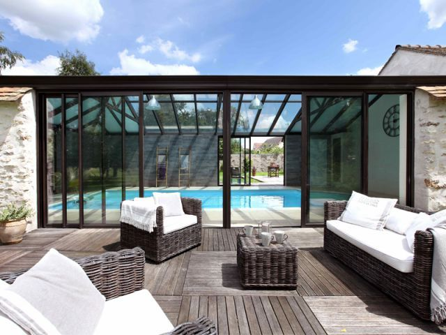 Une v randa rig e en pleine nature pleine nature for Veranda moderne piscine
