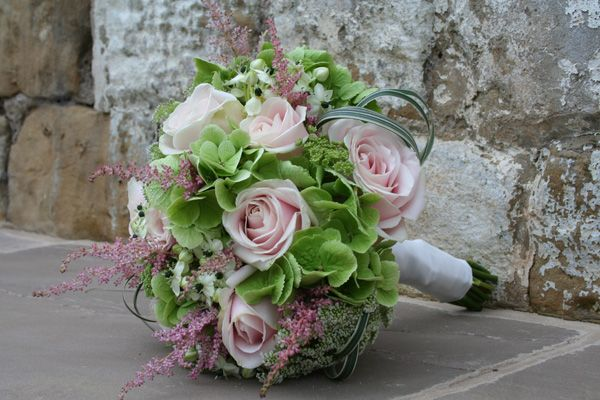 Green Hydrangea, Sweet Avalanche Roses, Ammi and Astilbe bouquet #astilbebouquet