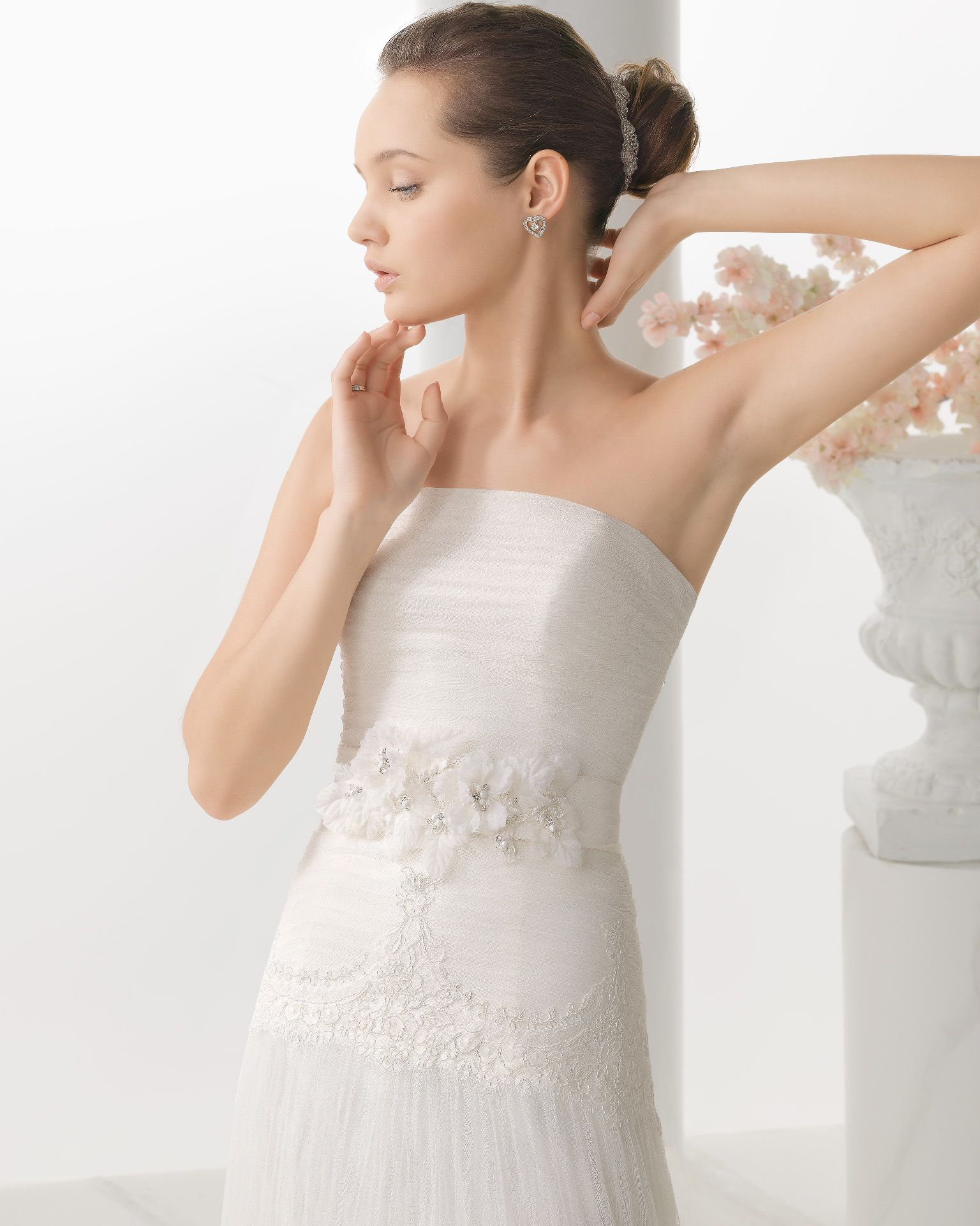 201 NACAR | Wedding Dresses | 2014 Collection | Alma Novia | Shown without Jacket (close up)