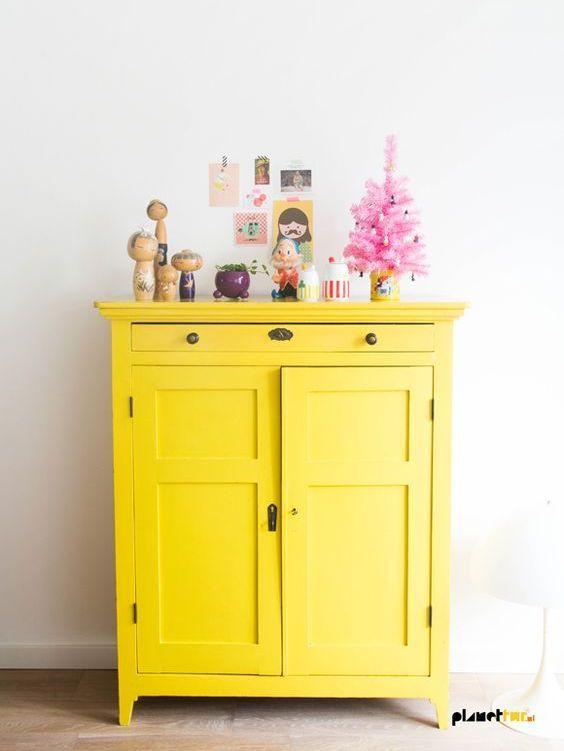 Des Meubles Peints Pour Les Minis Joli Place Mobilier De Salon Idees De Meubles Relooker Meuble