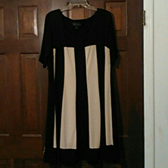 Dress Black and natural loose fitting 96% polyester and 4% spandex dress. CONNECTED WOMAN Dresses