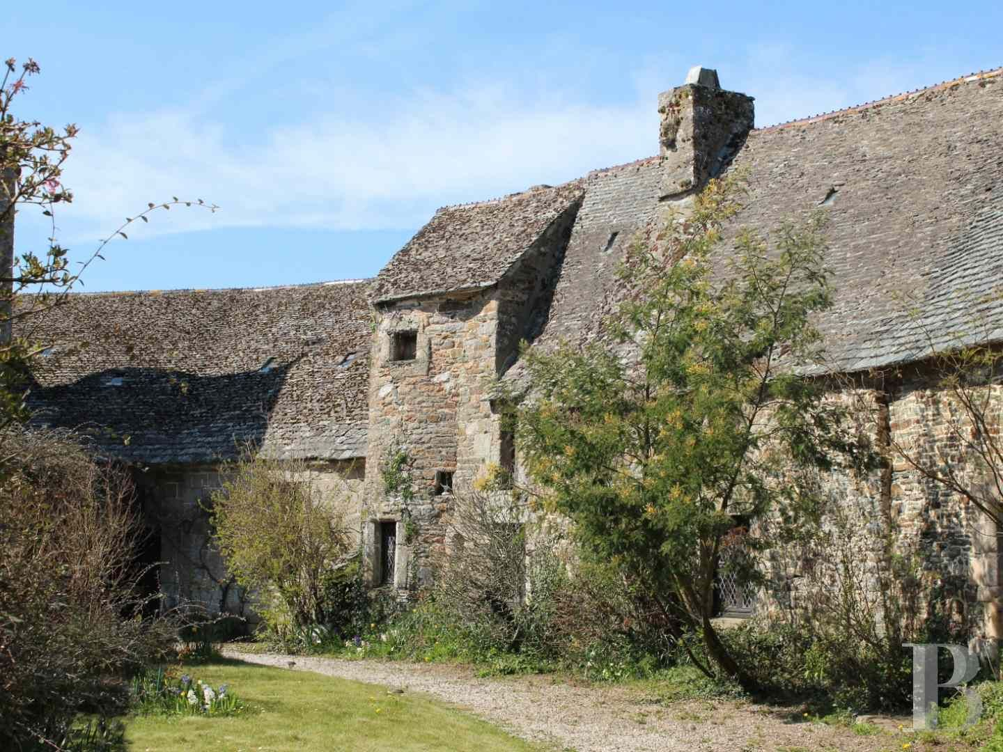 https://www.patrice-besse.co.uk/France-mansions-for-sale/lower-normandy/contentin-peninsula-17th/