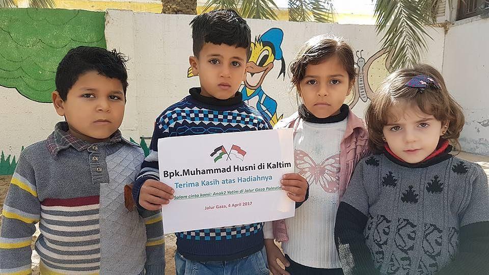 Senyuman tanda ucapan terima kasih anak-anak yatim di Jalur Gaza Palestina kepada para donatur yang menyantuni mereka dengan menyantuni setiap bulan maka anda menjadi orang tua asuh mereka  Taman kanak-kanak gratis bagi anak Yatim di Jalur Gaza Kunjungi kami ya ka' TK Nurani Indonesia .  Salurkan Bantuan Anda Untuk Saudara dan Saudari Kita di Palestina dan Suriah Melalui Yayasan @CintaDakwahID .  Follow @CintaDakwahID  Follow @CintaDakwahID  Follow @CintaDakwahID  http://ift.tt/2f12zSN