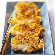 Mandelfisk Servera med kokt eller pressad potatis och broccoli eller brytbönor och/eller finrivna morötter.