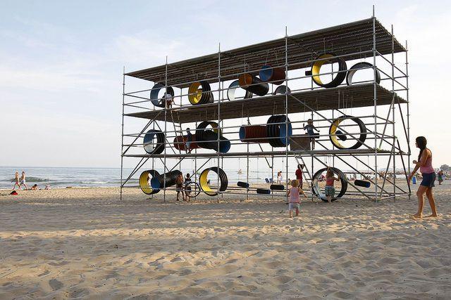 Kunstinstallation am Strand von Benàcissim