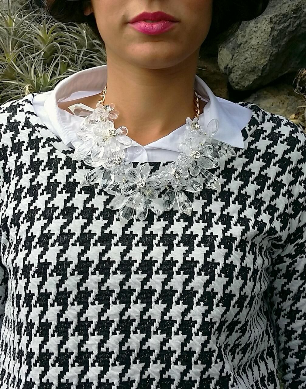 Me encanta este collar. últimamente se me van los ojos a todo lo que tenga que ver con las transparencias me encantan.