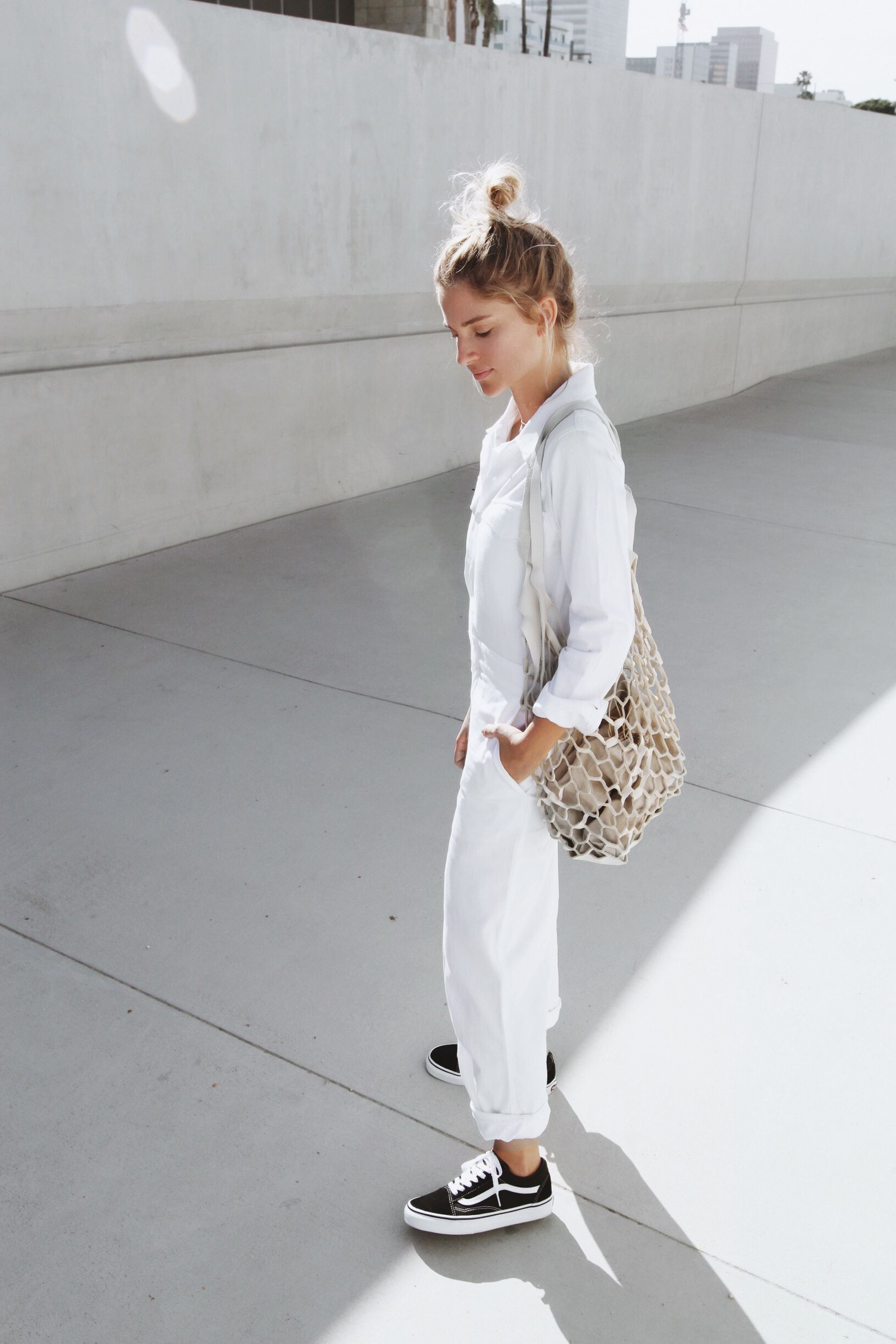 a938c6c113b253 white outfit with black Vans    Sneakers Style Ideas