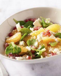 Deze frisse salade met clementines, sinaasappel, granaatappel en feta zorgt voor een ware vitamineboost tijdens de herfst en winter.