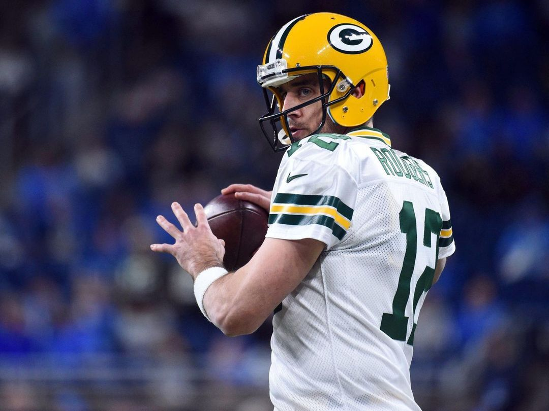 Aaron Rodgers May Not Be Planning To End His Career Soon But He S Willing To Admit It S Closer To The End Than It Is Rodgers Green Bay Aaron Rodgers Green Bay