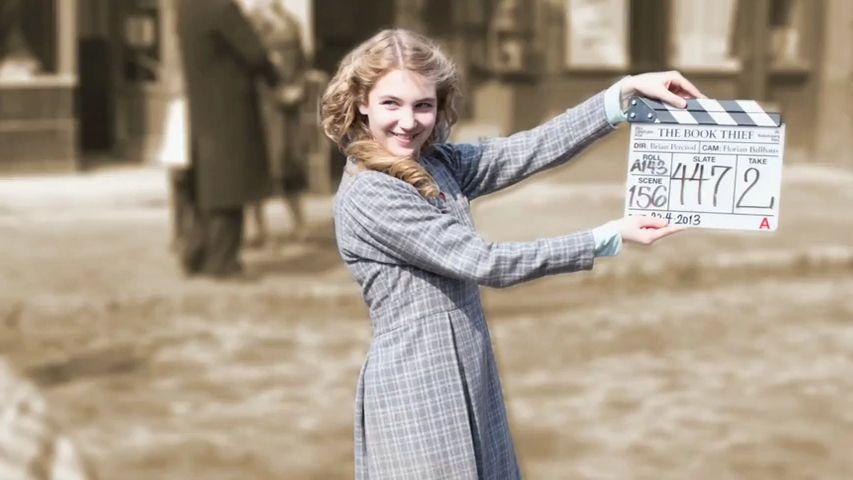 Sophie Nélisse on set