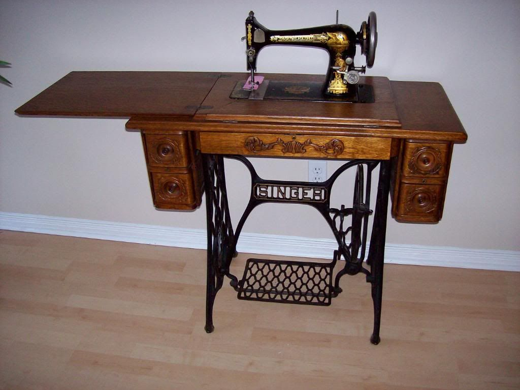 103 years old. Singer Sewing Machine, 1909 | Old sewing ...
