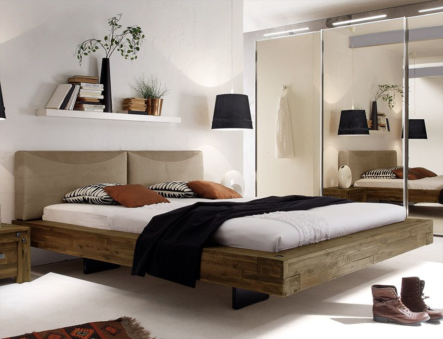 rustikales massivholzbett mit tollem schweberahmen. Black Bedroom Furniture Sets. Home Design Ideas