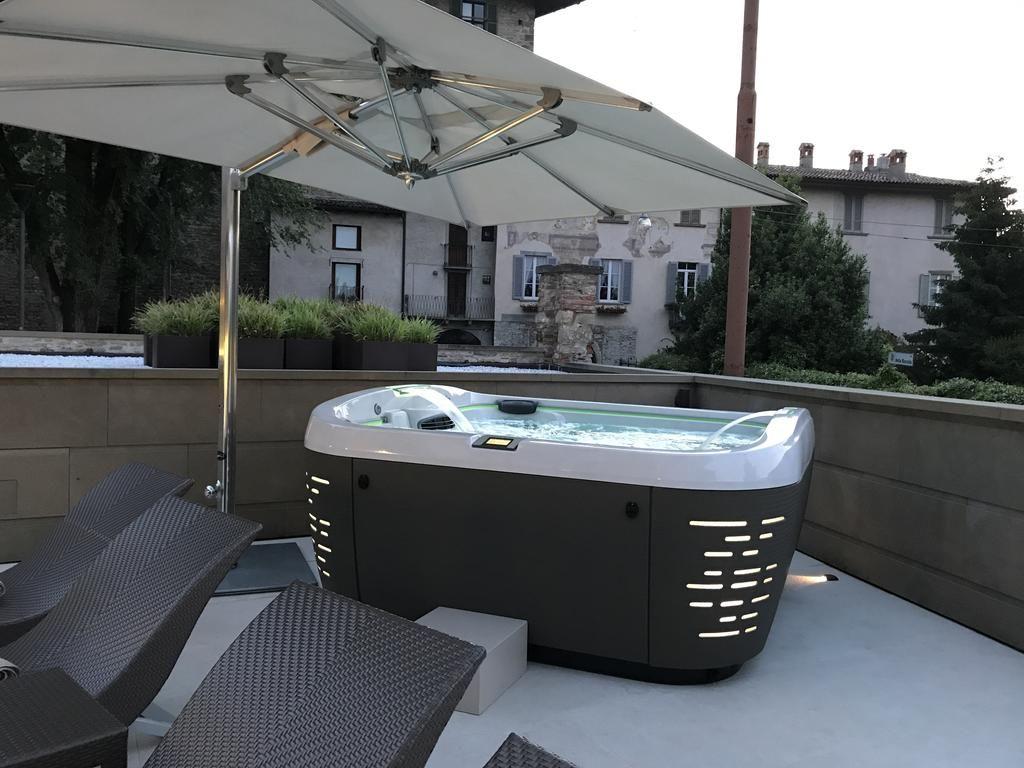 Jacuzzi J 500 Installé Sur La Terrasse De L Hôtel Relais San Lorenzo Italie Jacuzzi Hot Tub Jacuzzi Jacuzzi Spas