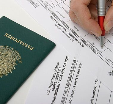 You need the proper visas and documents to travel to another country.  外国へ旅行するときには、正式なビザと書類が必要だ。