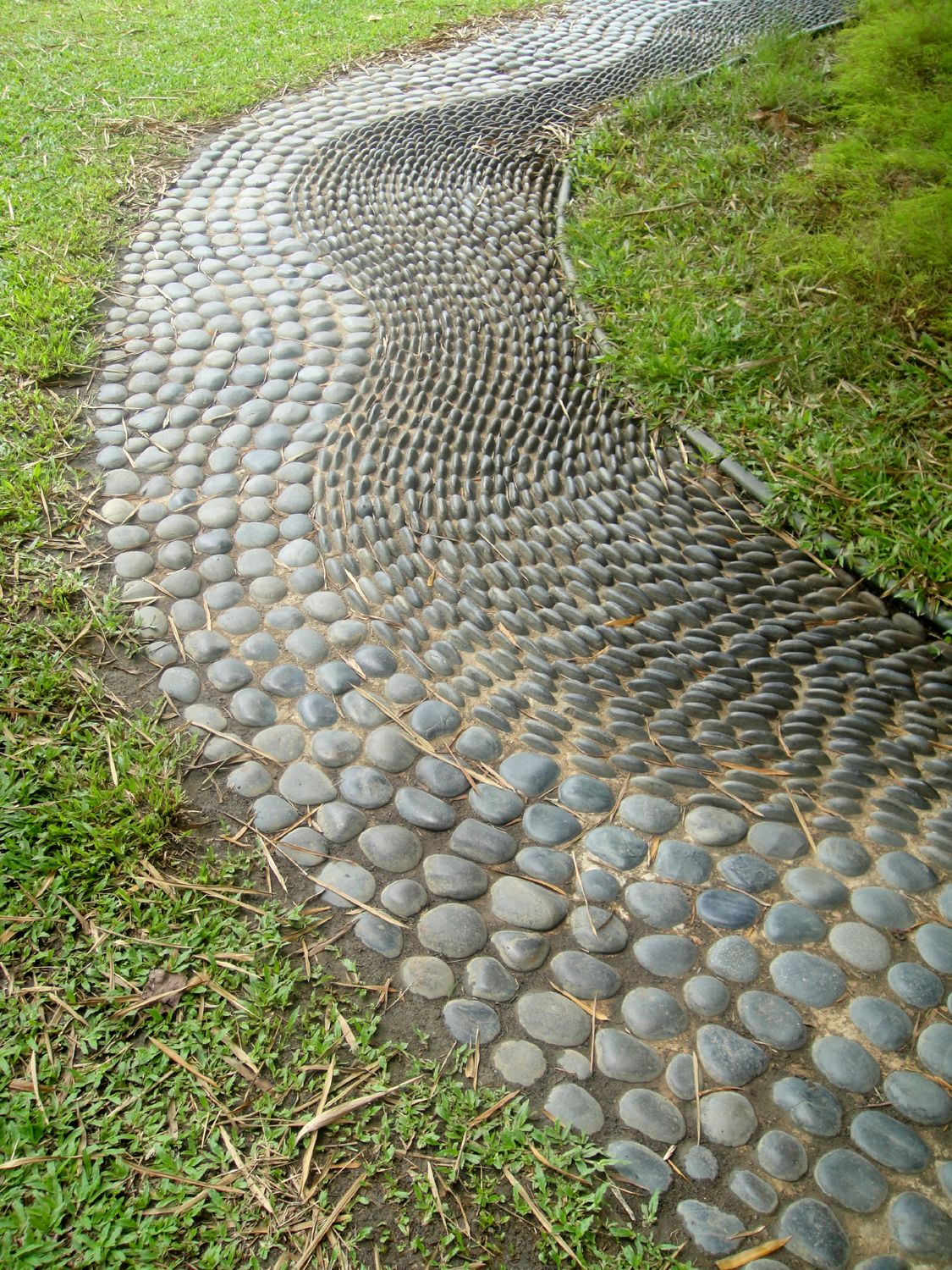Pebble paths photos google search garden pinterest for Camino de piedra para jardin