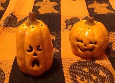 Halloween JACK O LANTERNS  🎃🎃 Salt & Pepper Shakers Set
