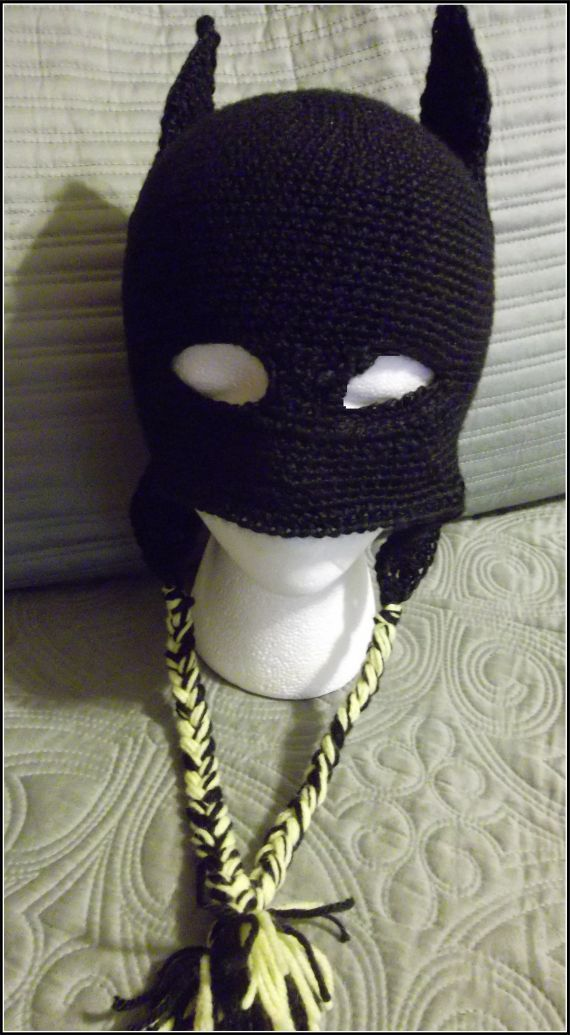 crocheted batman hat with earflaps | Boinas o gorros a crochet ...
