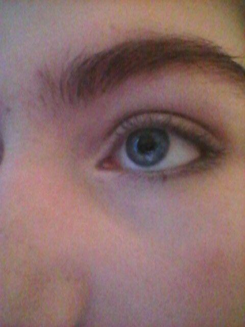 Natural/dark eye