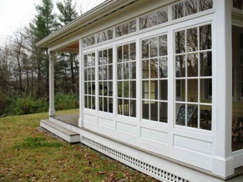 Deck screened porch 3 4 season sunroom houzz we wrestled for Screened in front porch