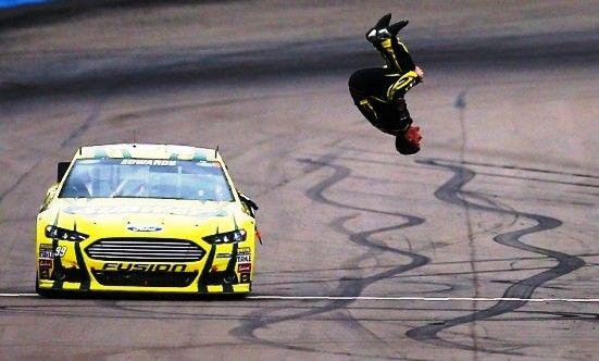 """Carl  Edwards do Ford Fusion #19 da Joe Gibbs Racing  - Mister  """"Back-Flip"""" - Venceu  na Nascar Nationwide Zippo 200 em Watkins Glen e deu essa tradicional ' Cambalhota ' (2012)"""
