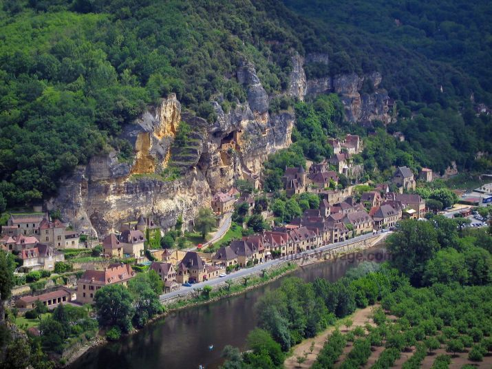 La Roque Gageac Cliff Trees Houses Of The Village And The River Dordogne In The Dordogne Valley In Perigord Vacances En Dordogne La Roque Gageac Tourisme