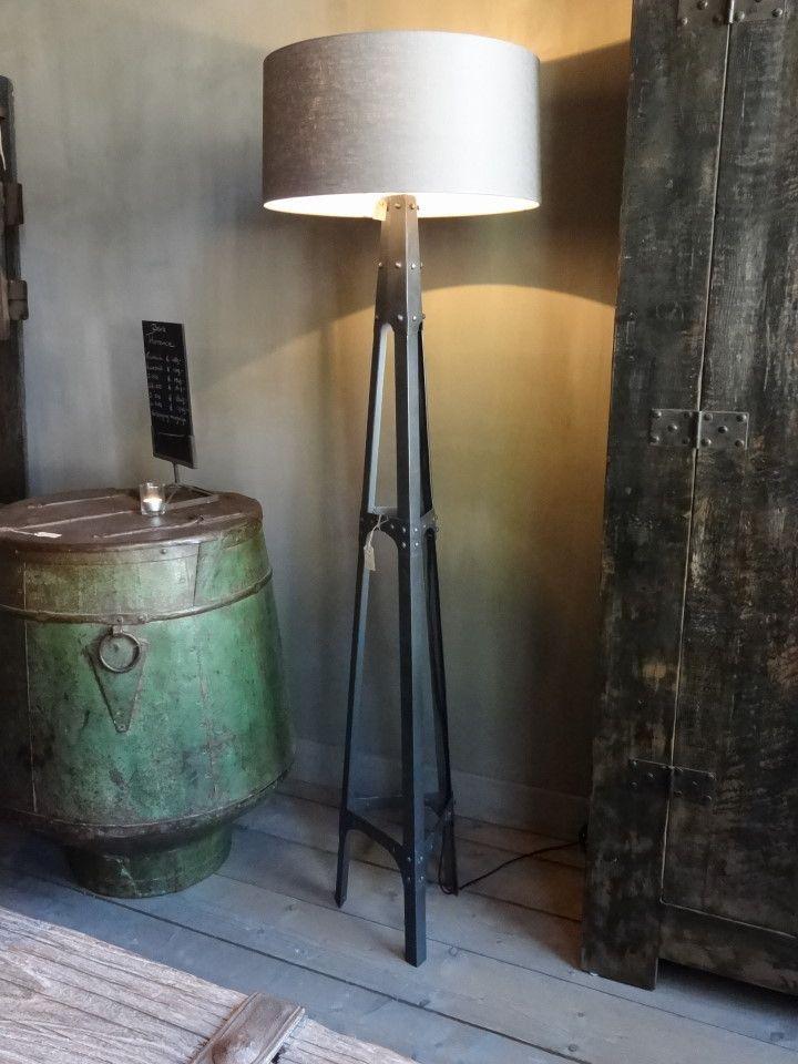 Hoge Vloerlamp Industrieel Nr 5530 Excl Kap Www Vloerlamp Industriele Woonkamers Vloerlampen Woonkamer