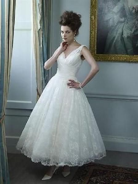 T**********************ea Length White/Ivory Lace V-neck Vintage ...