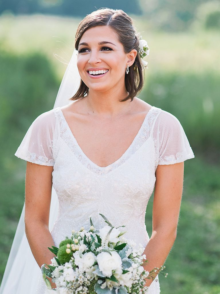 Check Out These Pretty Bridal Hairstyles For Short Hair Straight Wedding Hair Short Wedding Hair Short Hair Bride [ 1024 x 768 Pixel ]