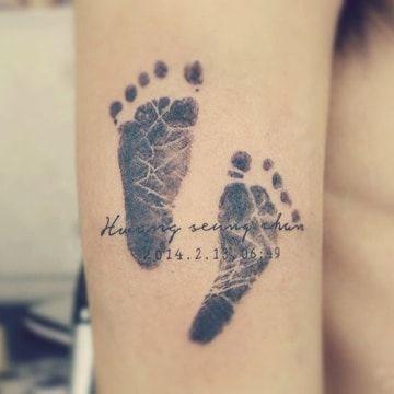Tatuajes De Huellas De Bebe Recien Nacidos En La Espalda Tatuajes