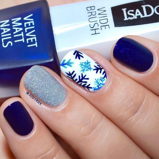 27 Frozen Snowflakes Christmas Nails Diseno De Unas Pinterest