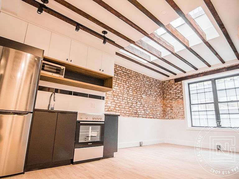 152 W 49th St New York Ny 10019 Apartments For Rent Zillow Apartments For Rent Wood Floors Wide Plank Rental Listings