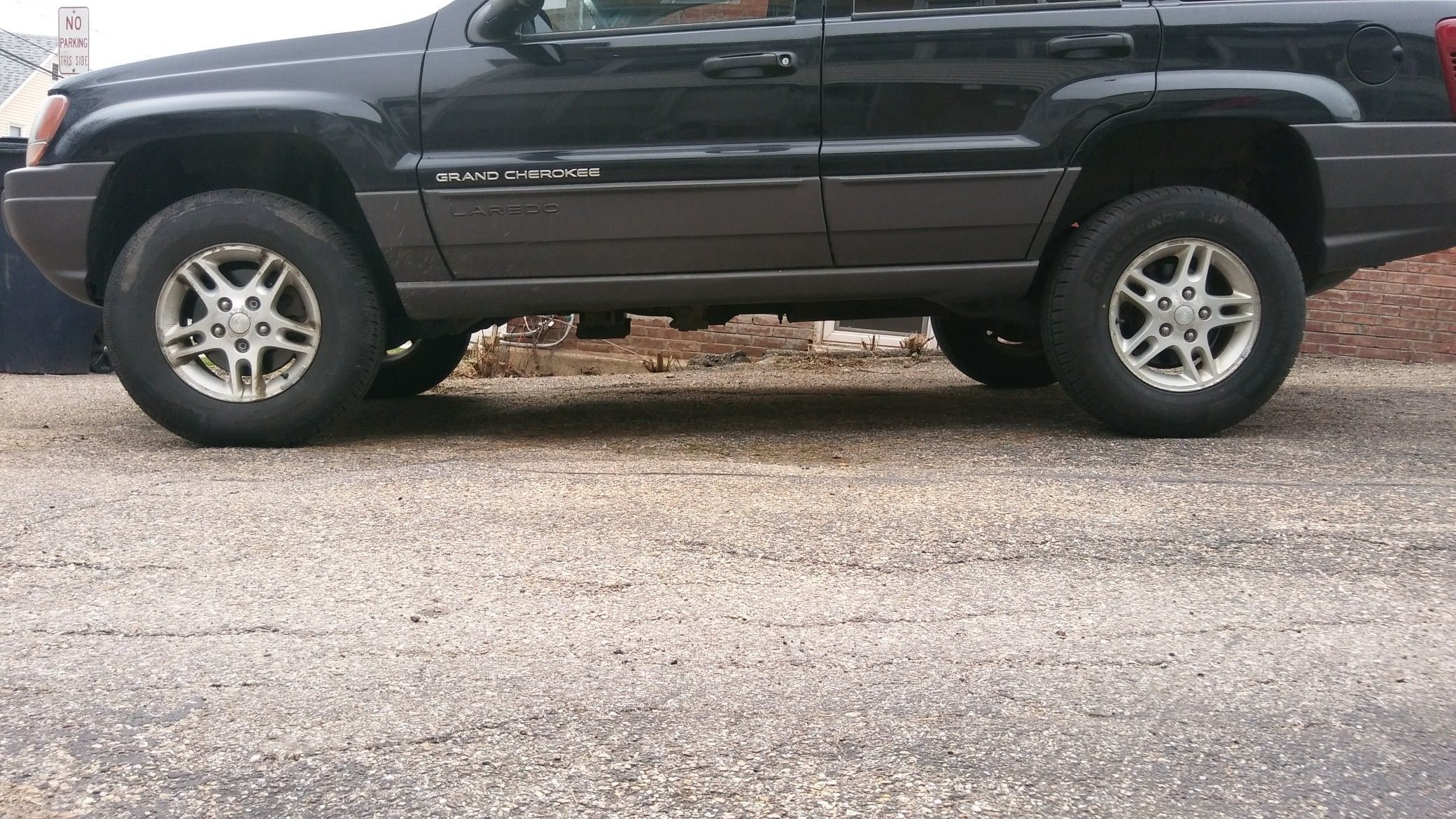 "Side View of 2.5"" BB lift by Supreme Suspensions; on 2002 Jeep Grand  Cherokee WJ. On 225/75R16 (29.6"") Tires."